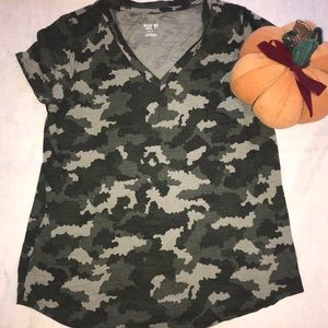 Mossimo Supply Co. NWOT Camouflage T-Shirt